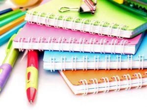 4色のメモ帳と2本のペン